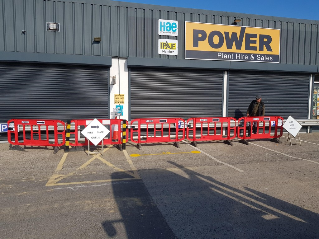 power-plant-hire-barriers-outside-for-queuing